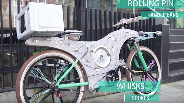La bicicletta con gli utensili di cucina for Gli utensili di cucina