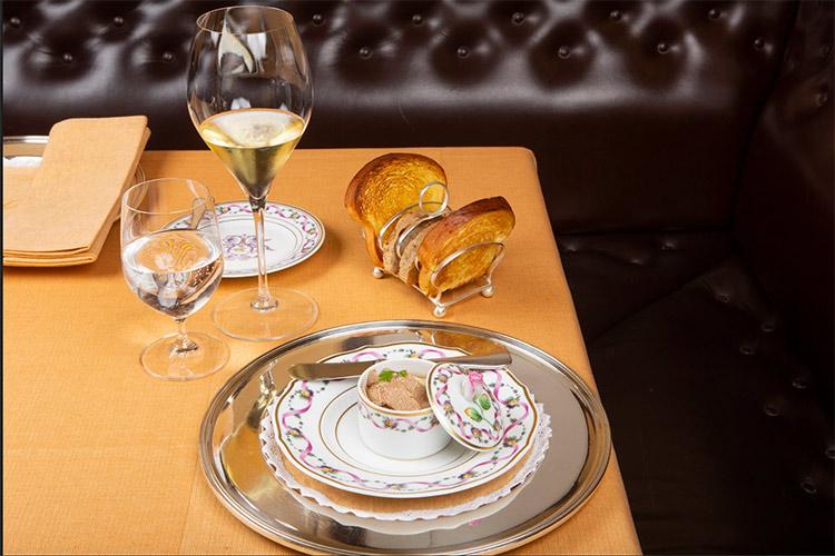 Pasticcio-di-Fegato-d'oca-in-terrina,-tartufo-bianco-e-brioche-tostata-1.jpg