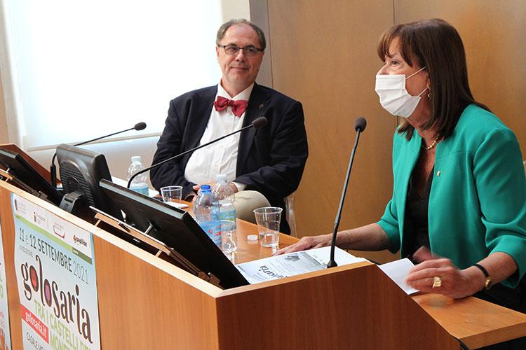 conferenza-stampa-donna.jpg
